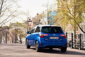 2017 Toyota Yaris Hybrid Blue Dynamic 31