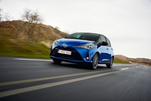 2017 Toyota Yaris Hybrid Blue Dynamic 36