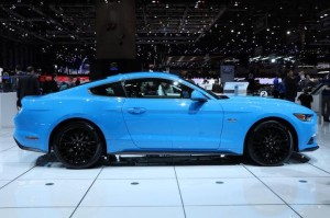 zoom-ford-mustang-blue-edition